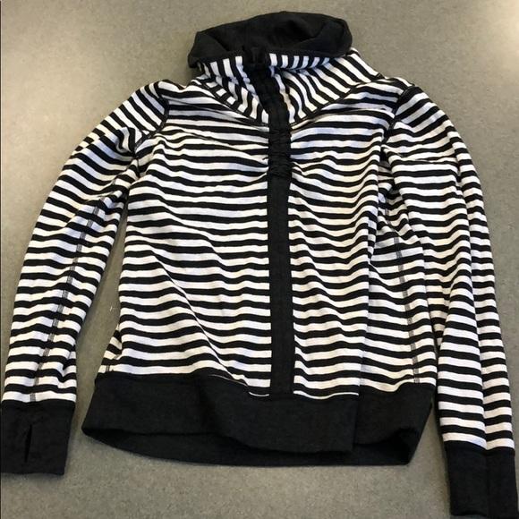 lululemon athletica Tops - NWT Lululemon In A Cinch LS Tee Sweatshirt, Size 8